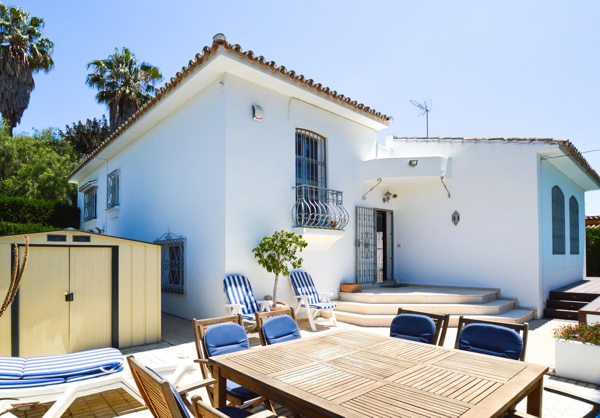 Villa en Venta en Nueva Andalucía – R2690177