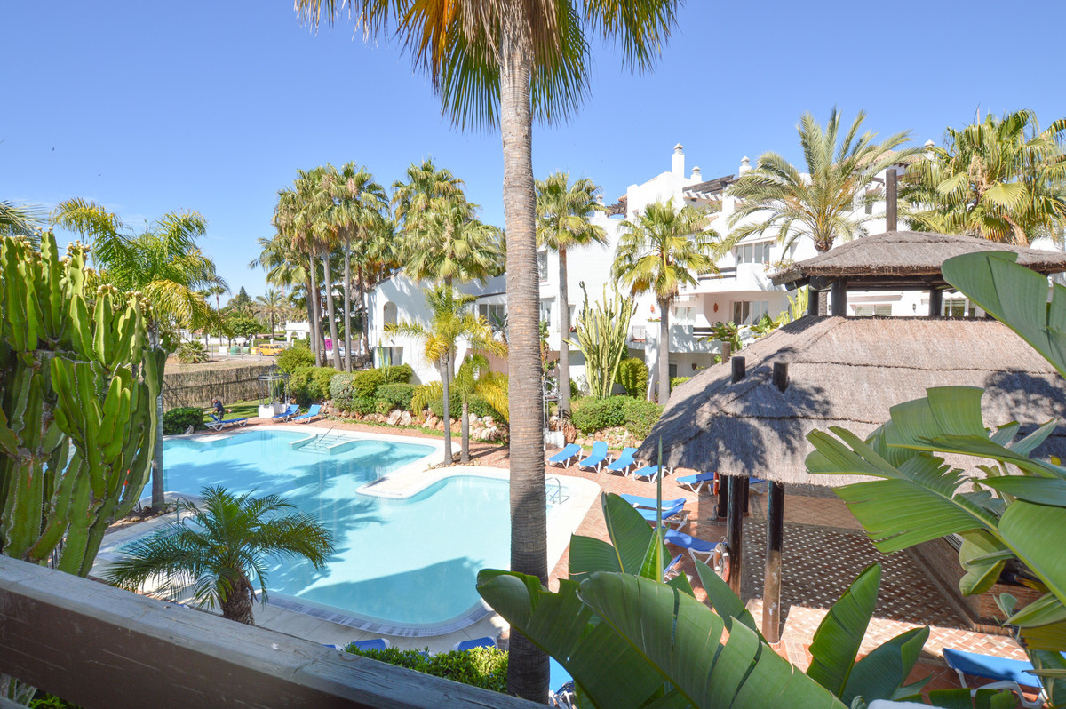 Very nice apartment situated just in 5 min walk to the beach and to one of the best luxury hotel of , Spain