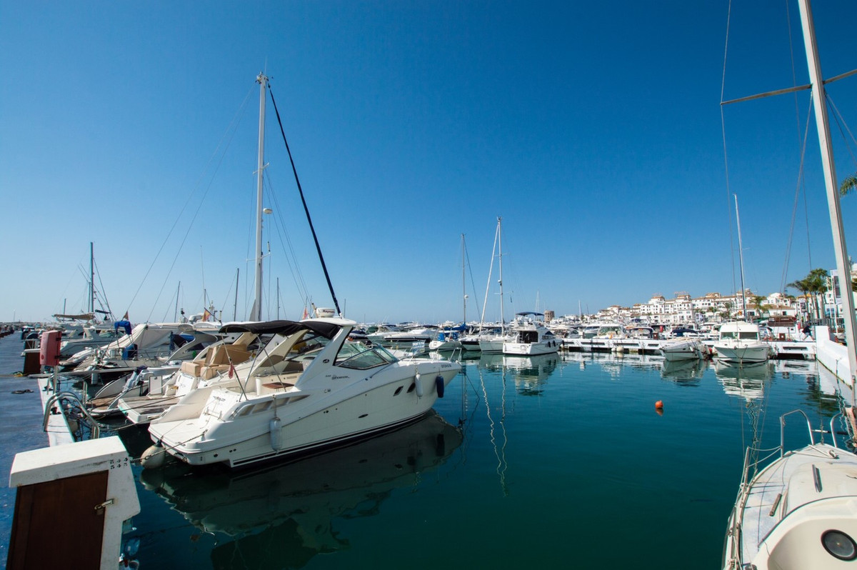 """Excellent location"".  First line port  in Puerto Banus.  1 bedroom middlefloor Apartment,, Spain"