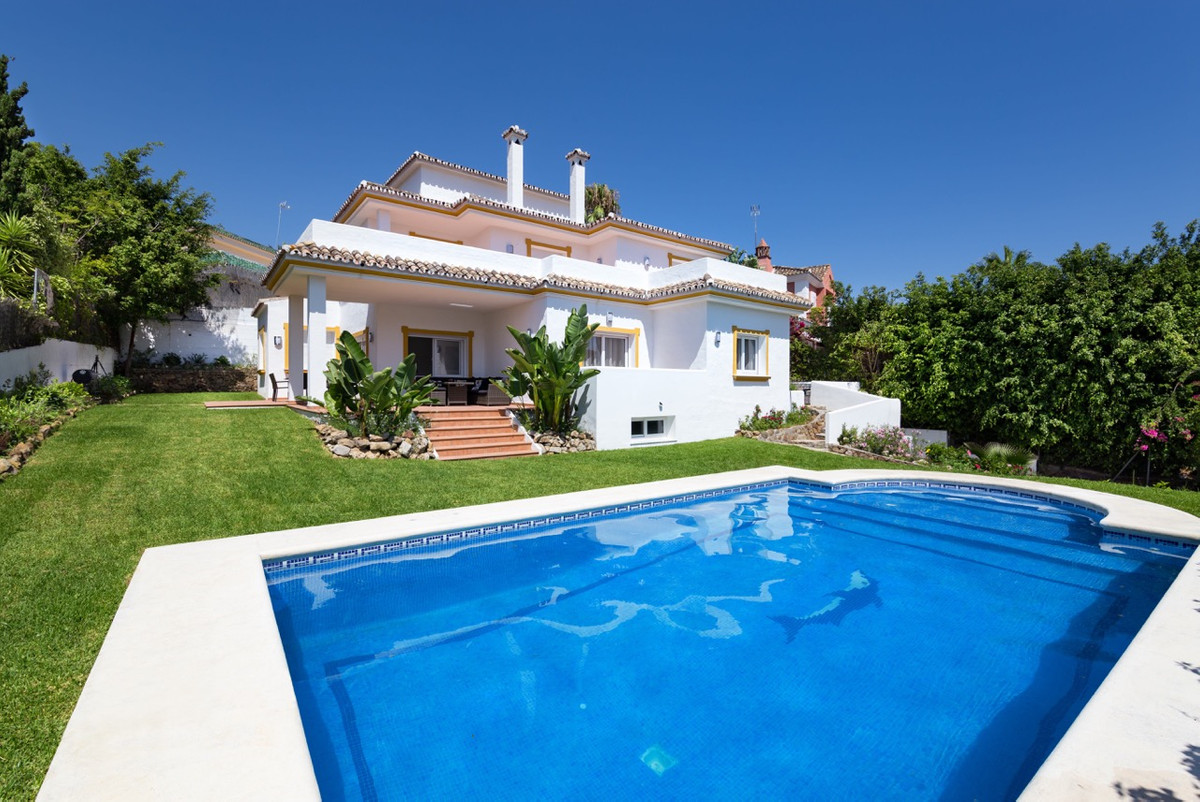 Fully renovated detached villa in Atalaya de Rio Verde urb. Villa completely renovated (2016), well ,Spain