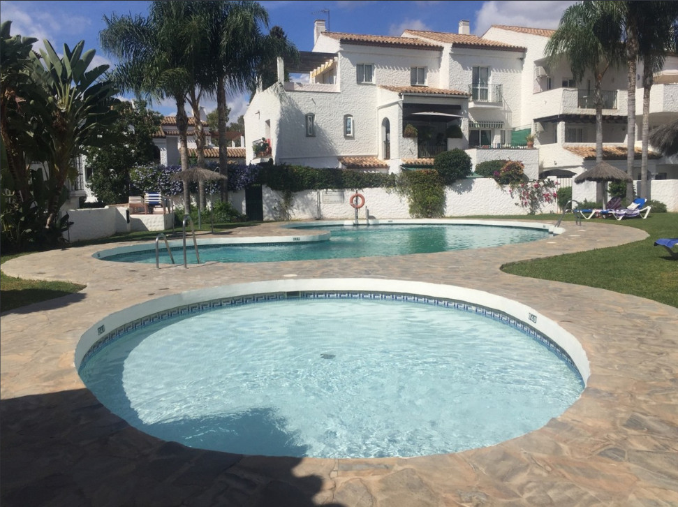 Charming and sunny 1 bedroom apartment, south facing terrace, kitchen, 1 bathroom,  60 square meters,Spain