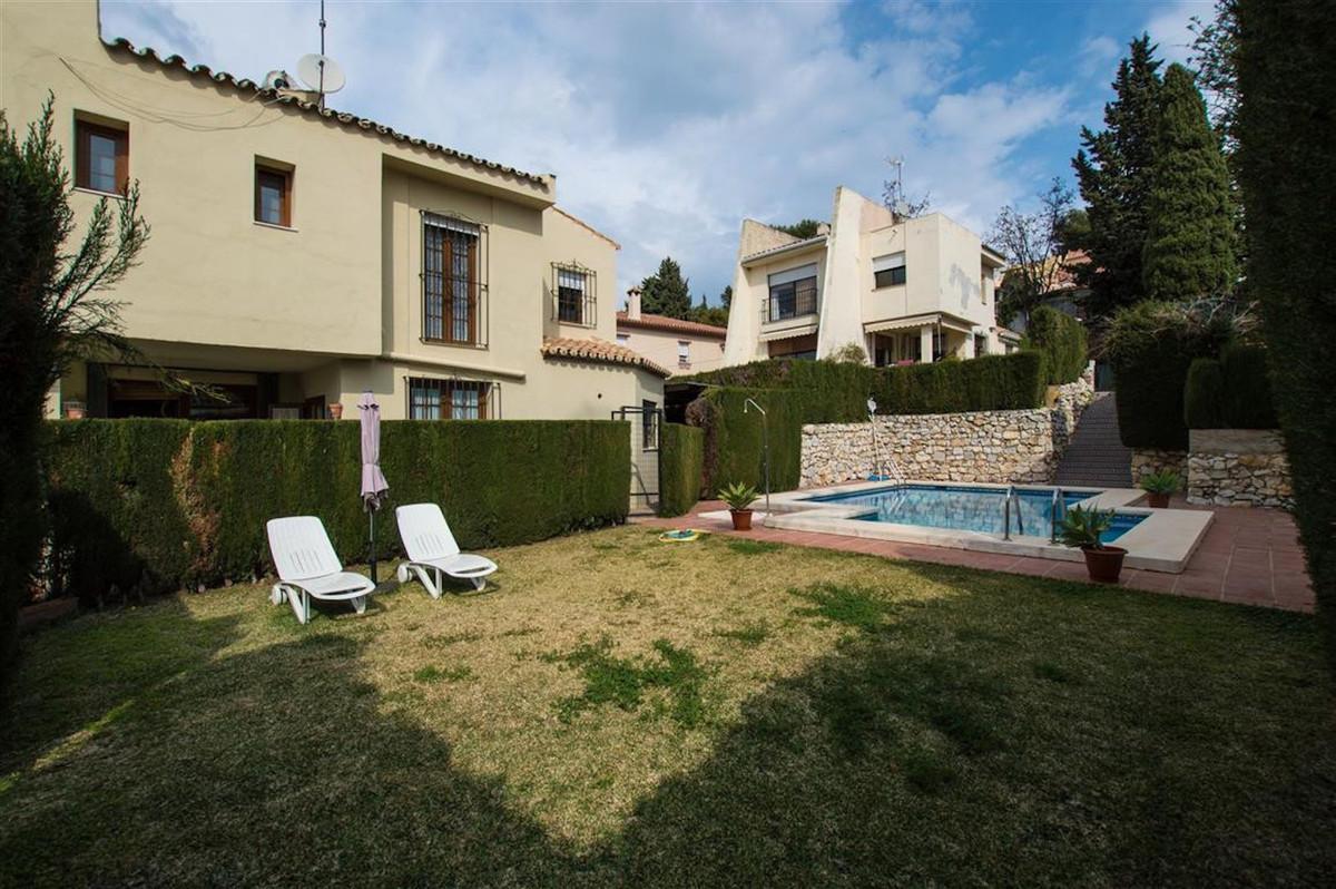 Villa for Sale in Nueva Andalucía - R3121183