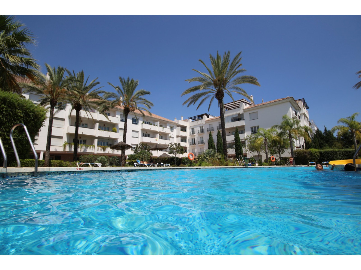 WALKING DISTANCE TO THE BEACH!!! Excellent apartment for sale at Nueva Andalucia, Costa del Sol. Unf,Spain