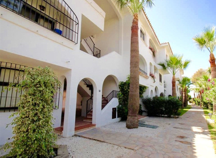 Very nice bright apartment situated at the hart of Calahonda- close to all amenities such as bars, r,Spain
