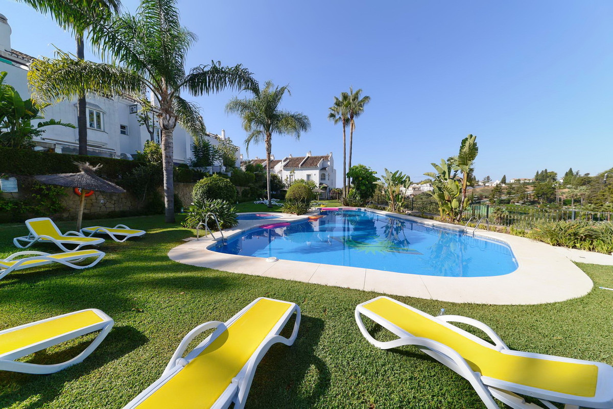 LOCATION, LOCATION, LOCATION!!! Lovely townhouse with sea views for sale at Marbella Golden Mile, Co,Spain