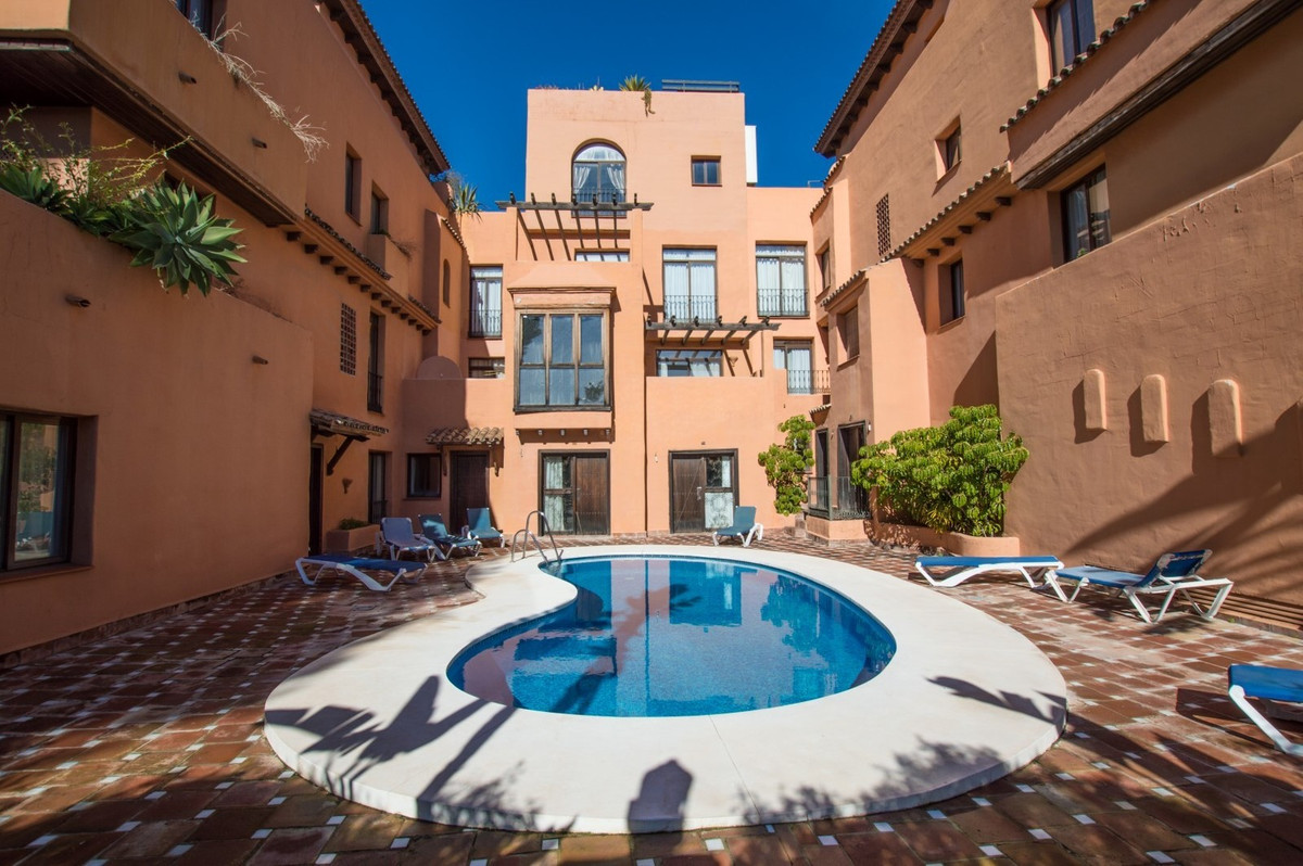 Fantastic located middle floor apartment,totally refurbished with the higher standars quality. 2 goo,Spain