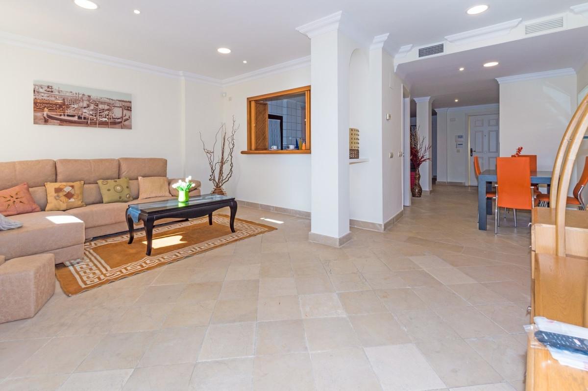 Apartamento Planta Media en Venta en El Paraiso – R3079825