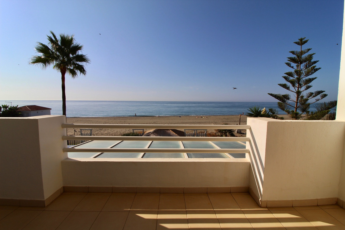 For sale this unique frontline beach townhouse, with direct access to the beach. Located between Mar, Spain