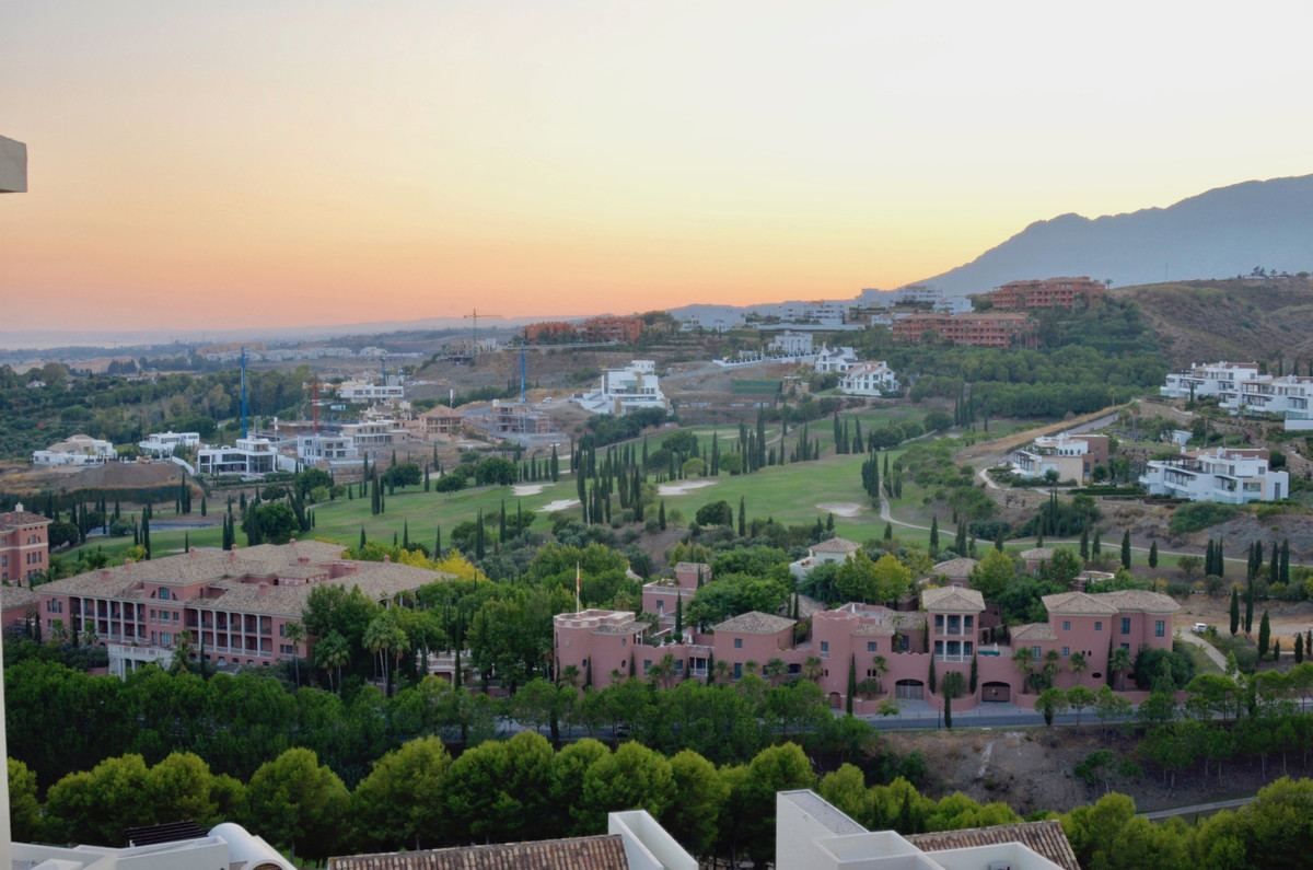 Beautiful 2 bed 2 bath apartment in Acosta Flamingos is available for sale. It is a bright and spaci,Spain