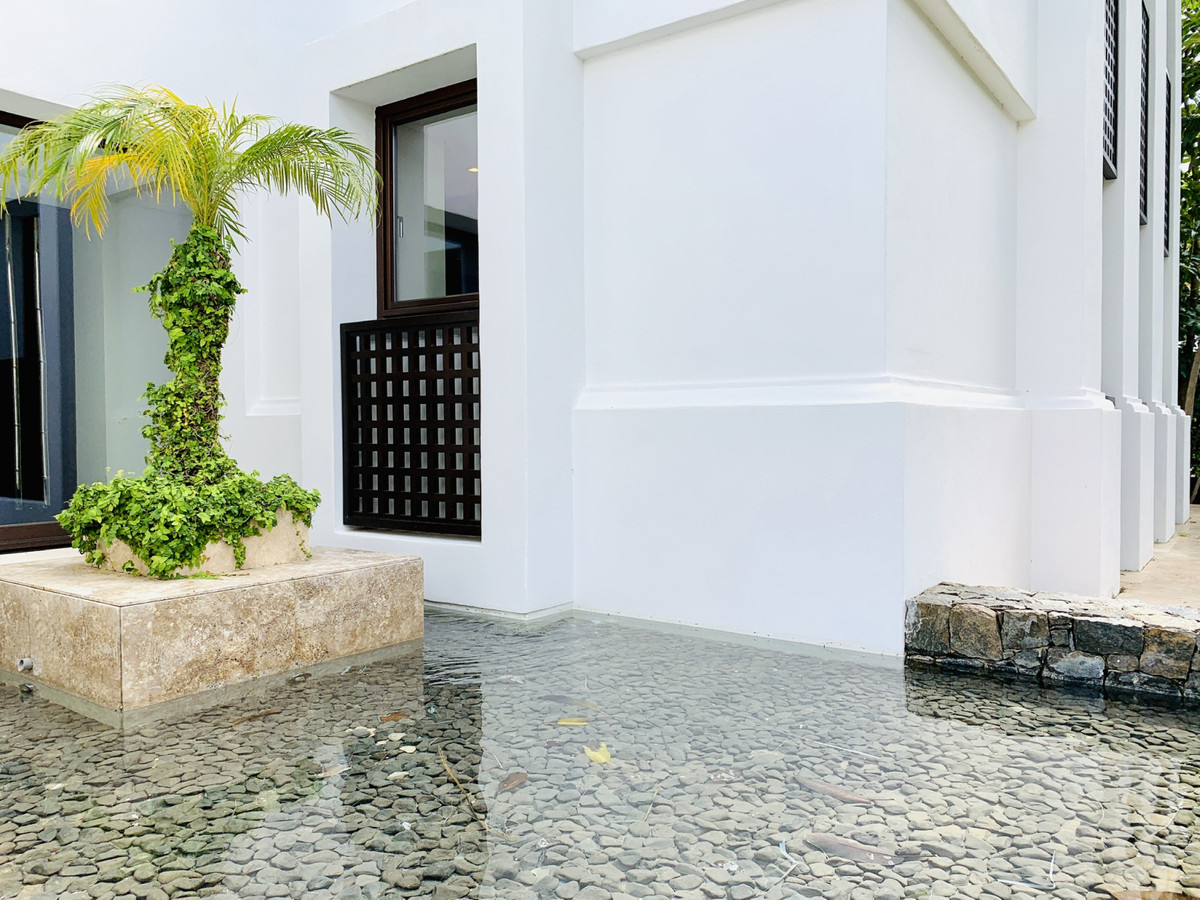 5 Bedroom Villa for sale Los Flamingos