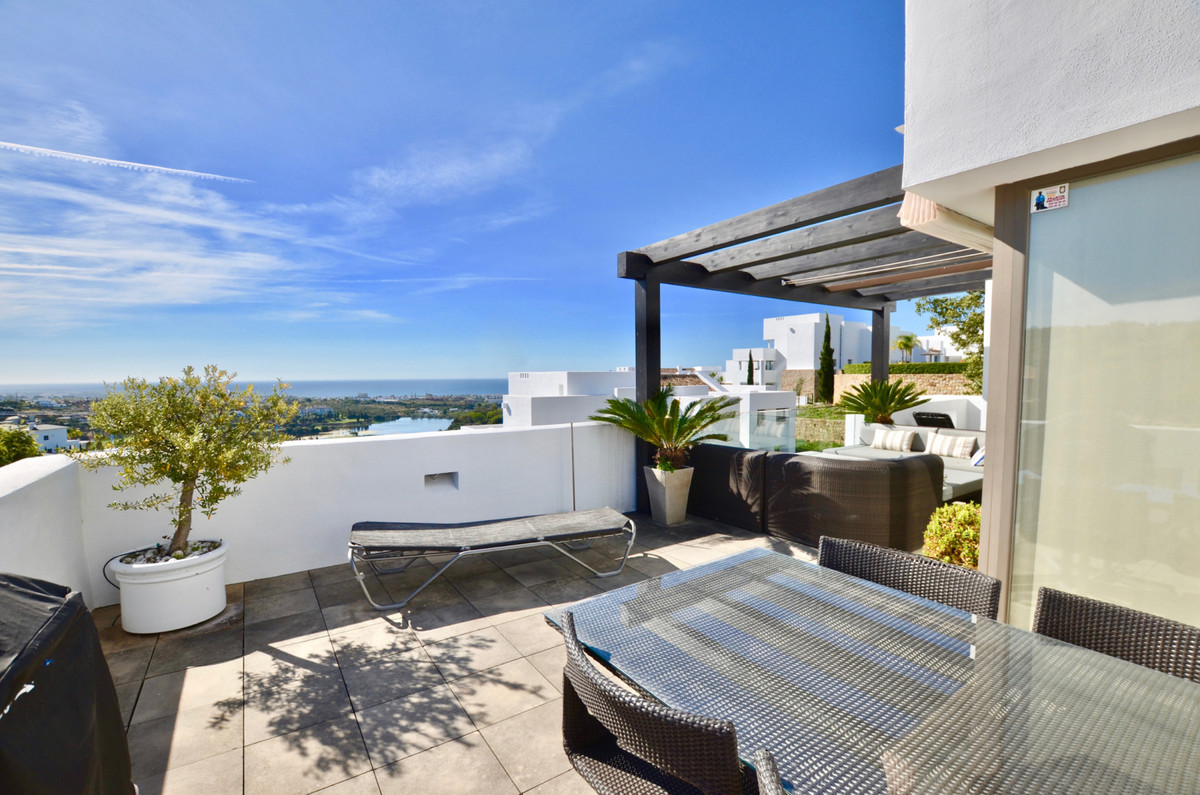 Opportunity to purchase a 2 bed penthouse in Alanda Los Flamingos. The penthouse is located in the s,Spain