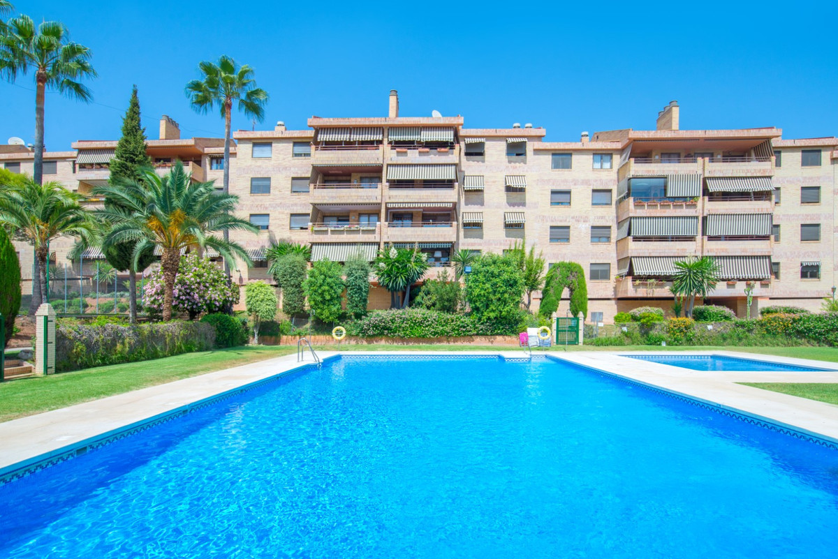 If you are looking for a comfortable, spacious apartment, well located in East Malaga, with common a,Spain