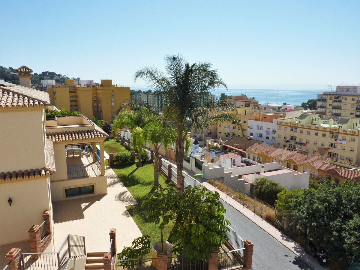 BRAND NEW. Spectacular independent villa built in 2010. Its location is perfect because it has good ,Spain