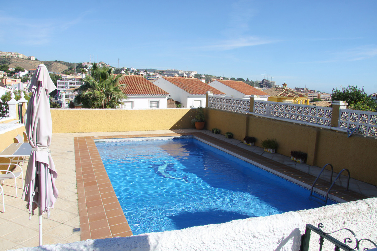 Beautiful townhouse near the beach and with easy access to the dual carriageway with six community h,Spain