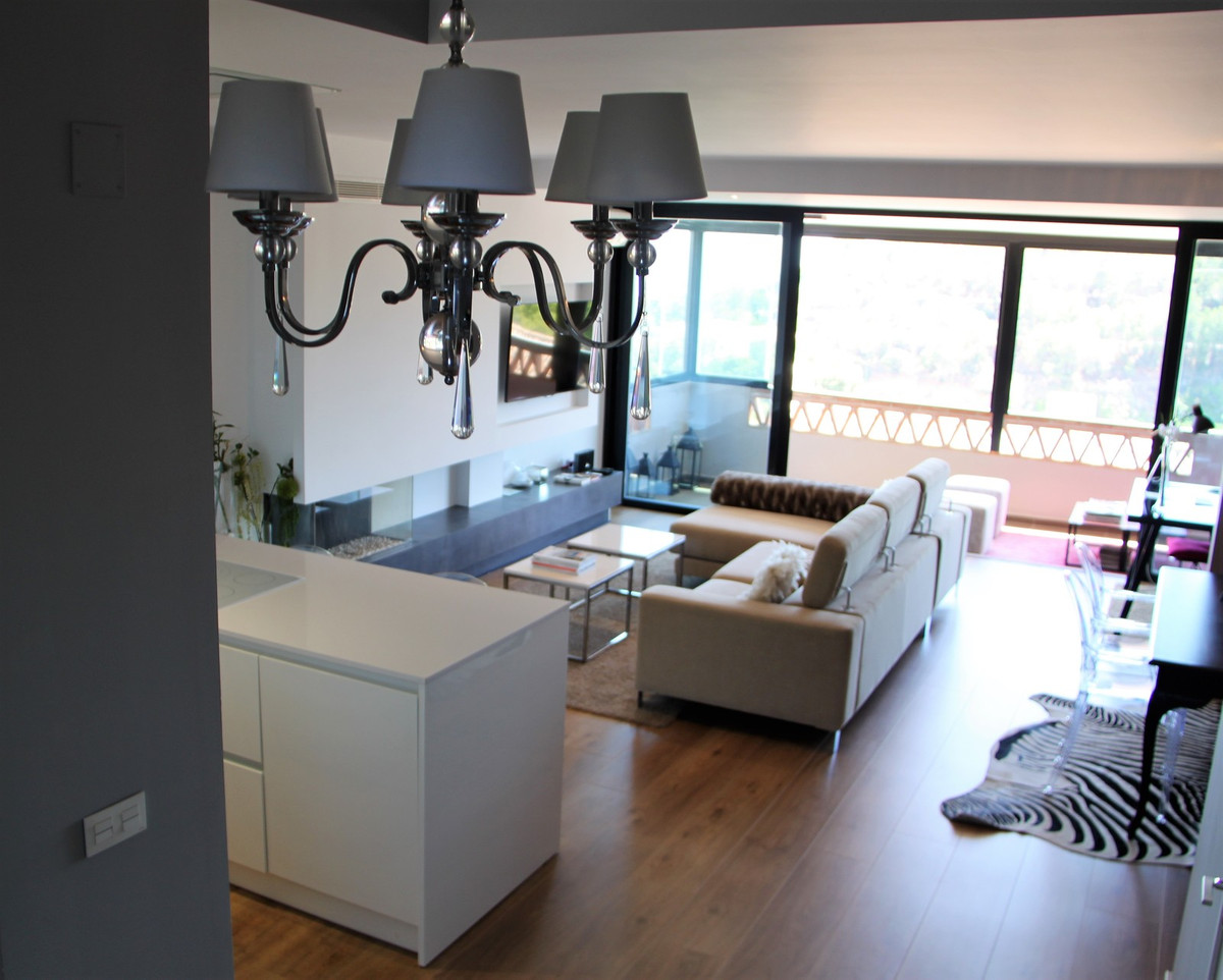 Spectacular Penthouse-Duplex with qualities, location and luxury views. The house has access through, Spain
