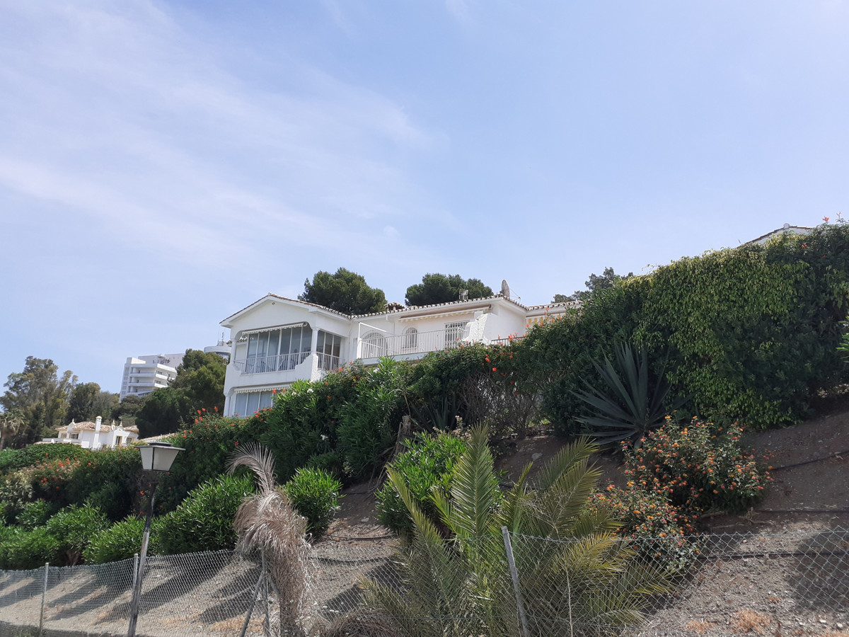 West facing top floor apartment in Paraiso medio with stunning views over Paraiso golf to the sea. I,Spain
