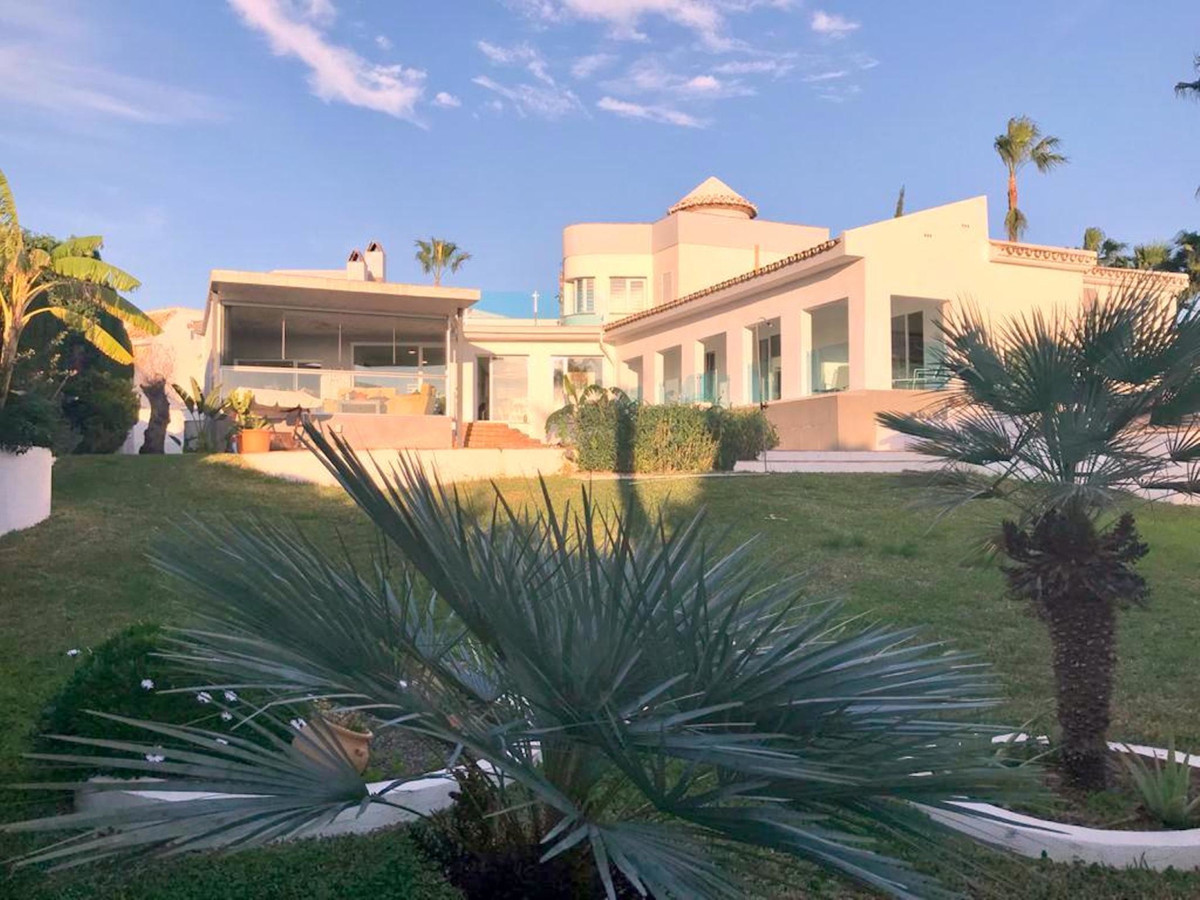 Large and cozy villa with excellent views for you and your family.,Spain