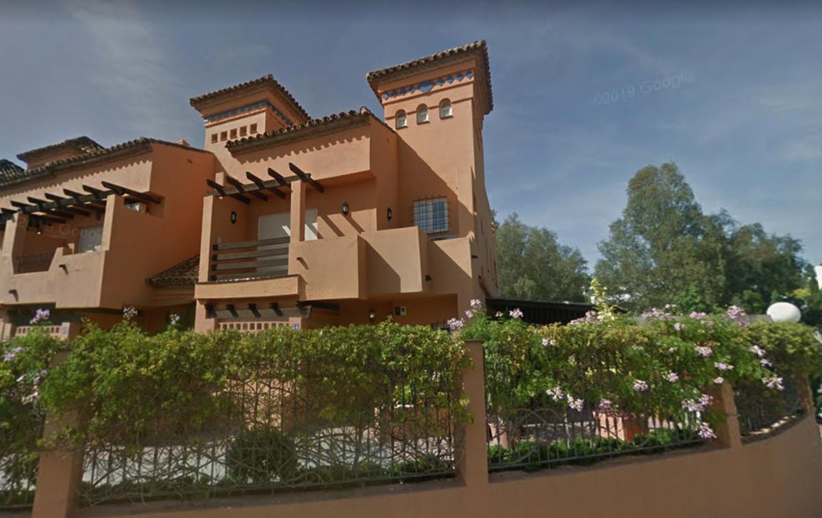 Maison Jumelée  Mitoyenne en vente   à The Golden Mile