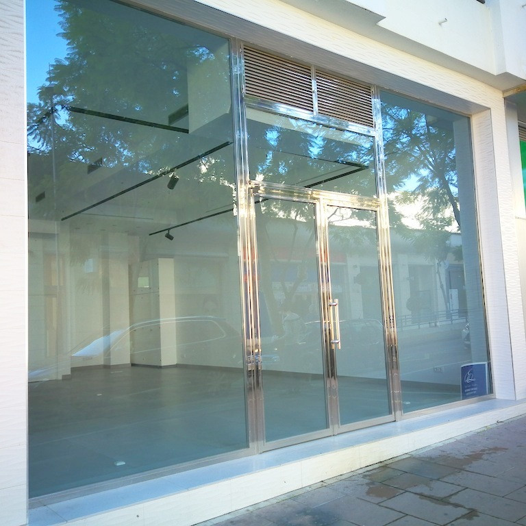 Commercial Premises ready to start business, well located, near entrance of Puerto Banus Marina, mod, Spain