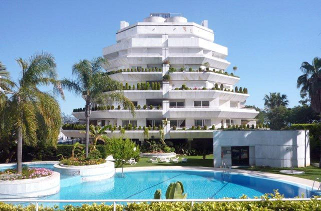 Impressive 3 bedroom apartment  with stunning, frontal sea views from a 125m2 wrap around terrace, l, Spain