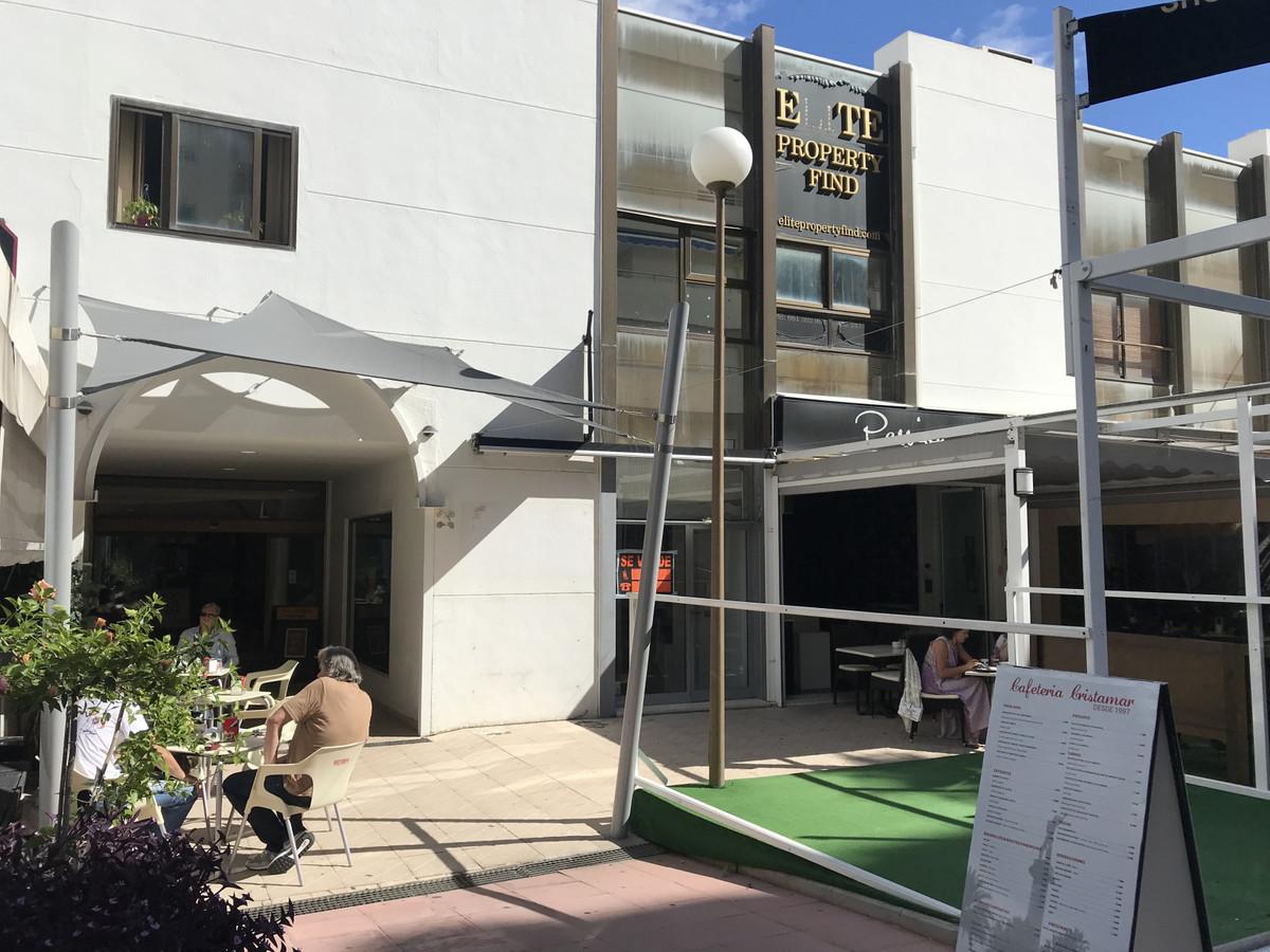 Tienda  en venta en  Puerto Banús, Costa del Sol – R3277480