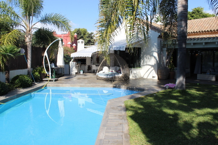 Excellent detached 7-Bedrooms Villa in Atalaya Isdabe, Costa del Sol just 400m from the beach. 7 Bed,Spain
