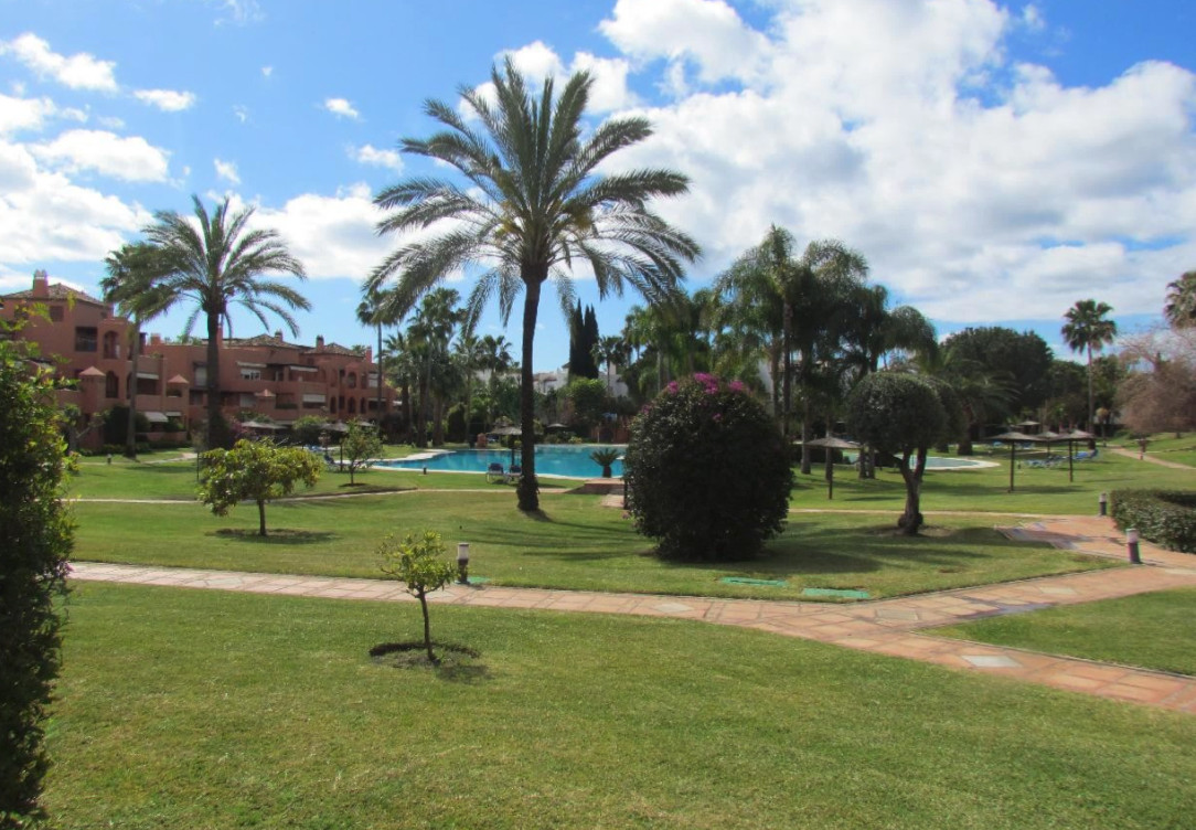 Well presented 2 bed 2 bath ground floor apartment with additional 1bed with shower toilet. Recently,Spain