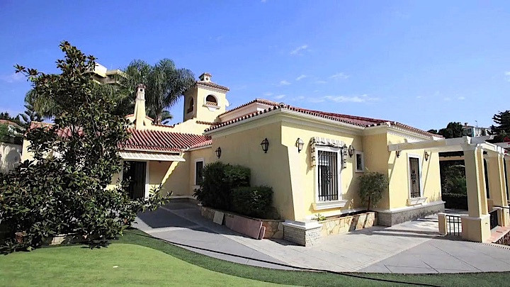 Beautiful 8 bedroom villa resembling a small palace located in Torremolinos (Malaga) 200 meters from, Spain