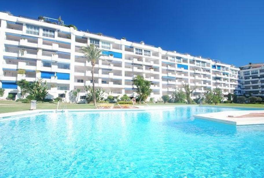 Marbella Banus Apartamento Planta Media en Venta en Puerto Banús – R3221227