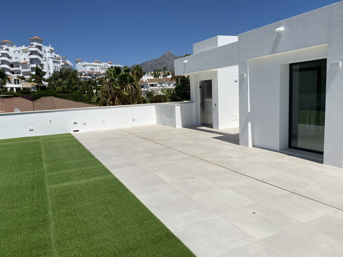 House in Nueva Andalucía R2890094 51 Thumbnail