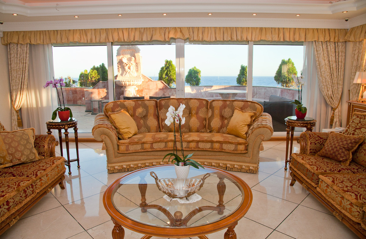 This most prestigious middle floor apartment has a builtsize of 1051 m2 and has the best views to th,Spain