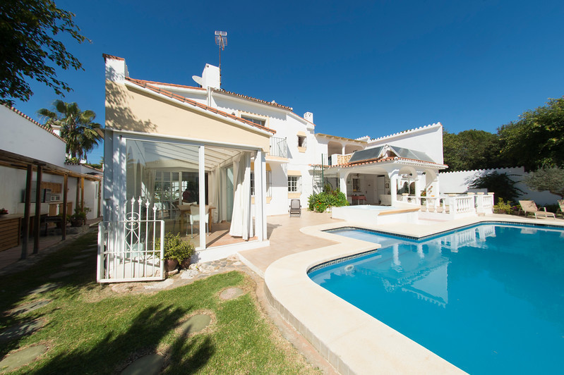 Detached Villa, Nueva Andalucia, Costa del Sol. 6 Bedrooms, 5 Bathrooms, Built 330 m², Terrace 57 m², Spain