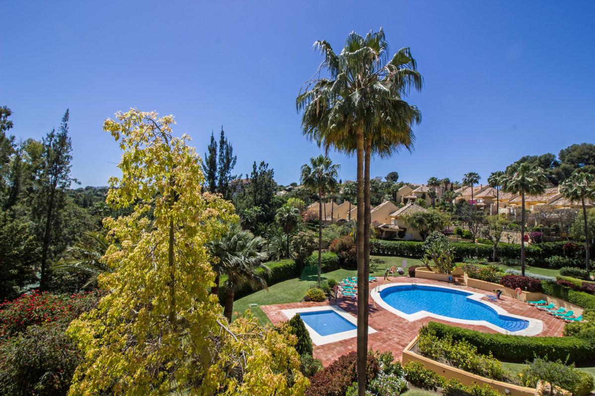 Marbella Banus Apartamento Planta Media en Venta en Río Real – R2700902