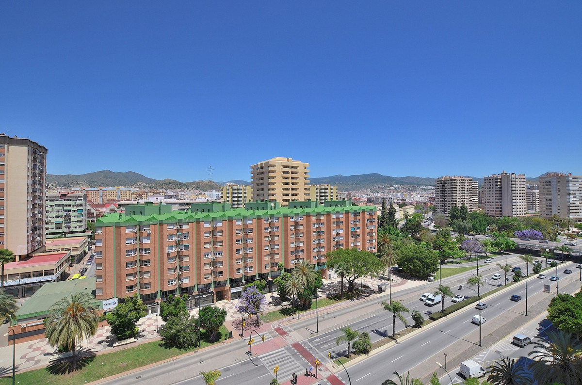 FANTASTIC 5 BEDROOM APARTMENT LOCATED IN THE HEART OF MALAGA. Prime location at 400 meters from Lari,Spain