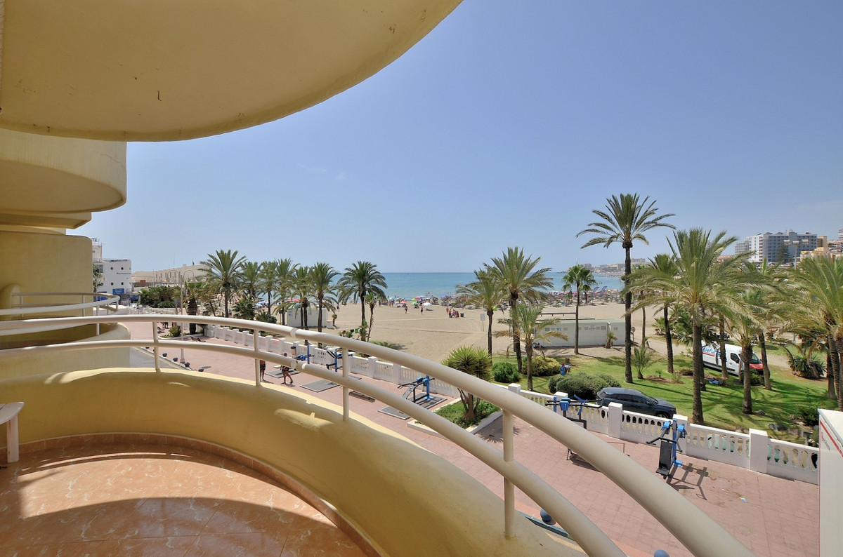 FRONT LINE BEACH apartment located in the famous PUERTO MARINA area. Prime location walking distance,Spain