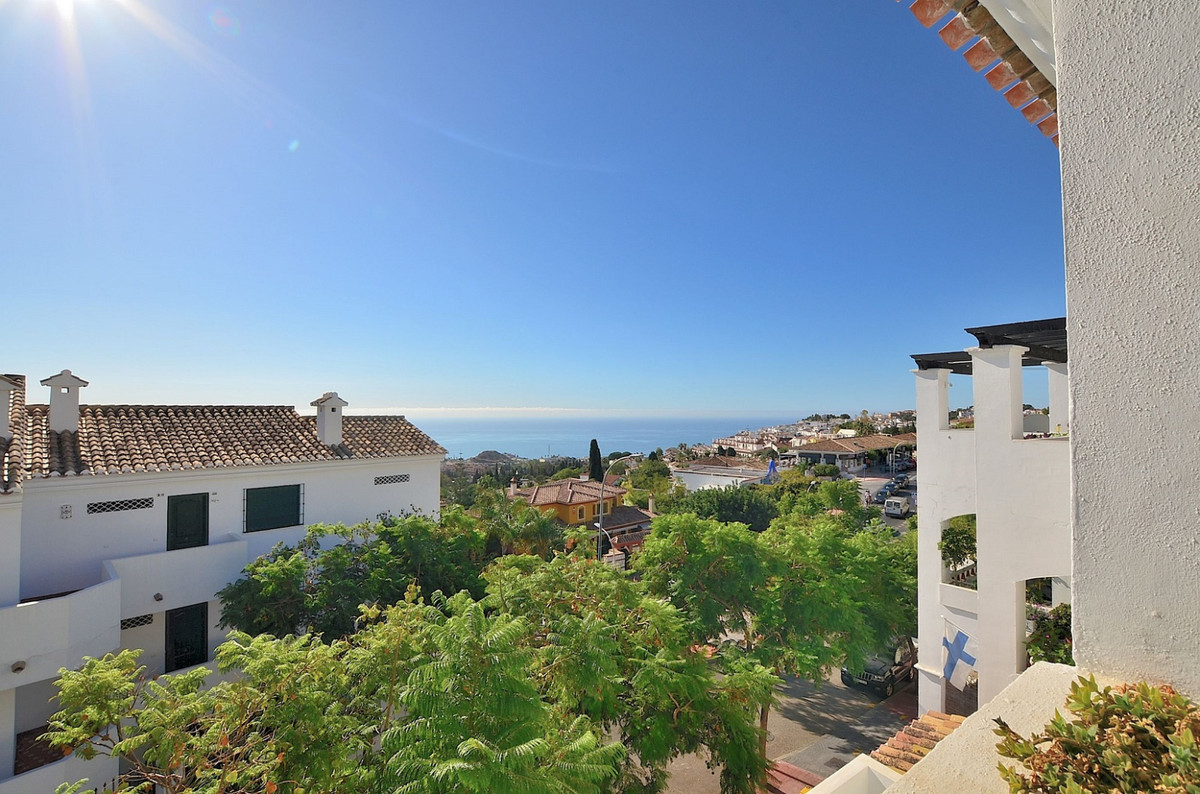 JUST REDUCED FROM 239.000 € to 219.000 €! OPPORTUNITY!  TOP FLOOR APARTMENT with BEAUTIFUL SEA and M, Spain