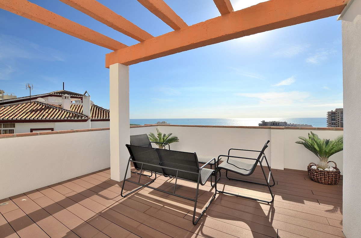 Unique CORNER PENTHOUSE with stunning SEA VIEWS located in the renowned Parque de la Paloma area (Be, Spain