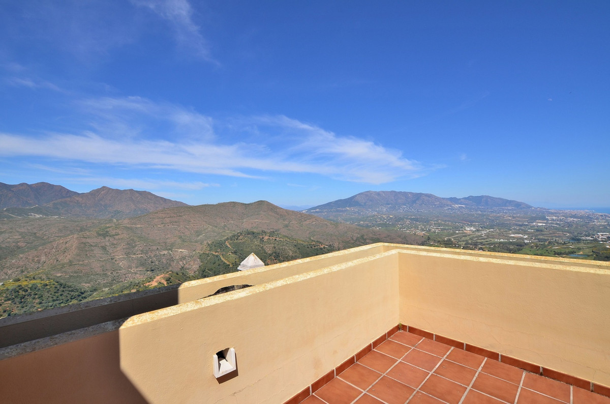 Fantastic TOWNHOUSE with stunning SEA and MOUNTAIN VIEWS located in La Mairena urbanization (Ojen). ,Spain