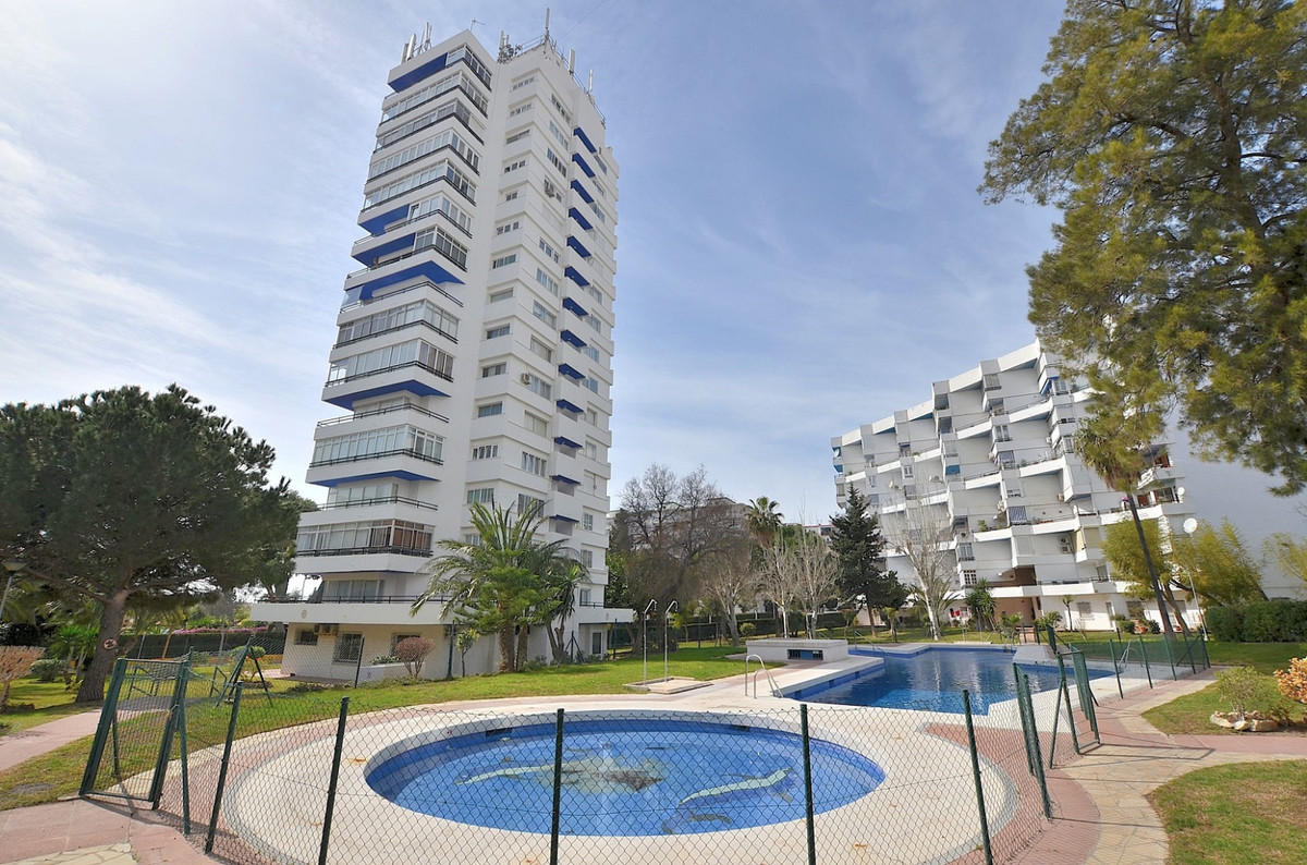 FANTASTIC APARTMENT WITH BEAUTIFUL SEA AND MOUNTAIN VIEWS located in the heart of Arroyo de la Miel ,Spain