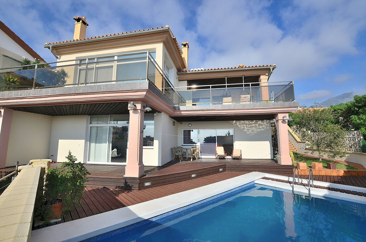 WONDERFUL VILLA with AMAZING VIEWS located in the lower Torreblanca area (Fuengirola). Peaceful loca, Spain