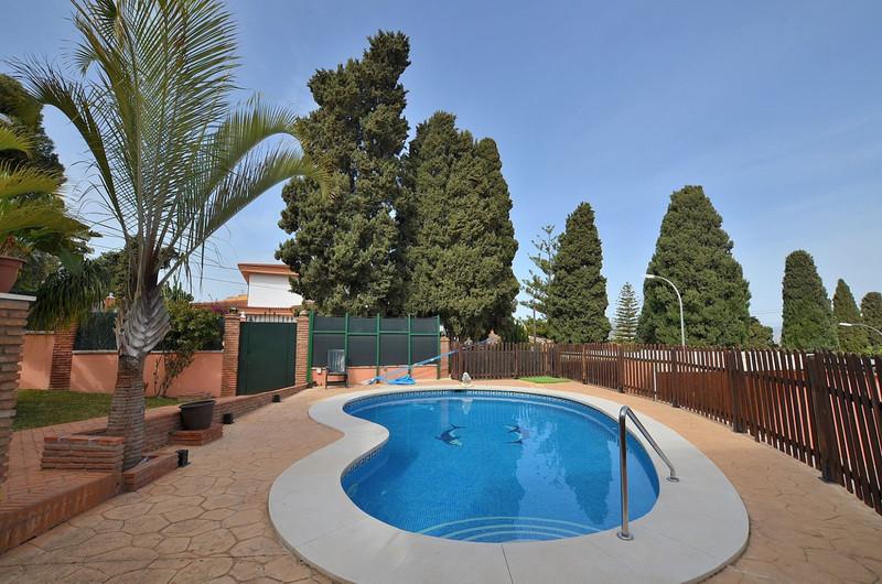 Villa – Chalet en venta en Alhaurín de la Torre – R3187348