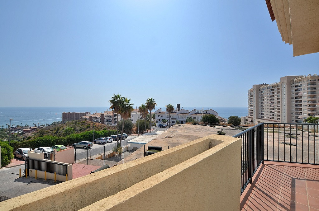 FULLY RENOVATED SEMI-DETACHED HOUSE WITH STUNNING SEA VIEWS located in Torrequebrada area (Benalmade, Spain