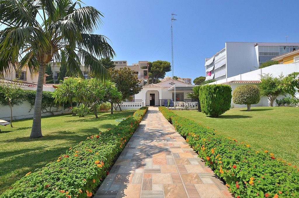 ONE LEVEL VILLA WITH GREAT PLOT OF 1.128 M2 located in Benalmadena Costa, a few metres from the pres, Spain