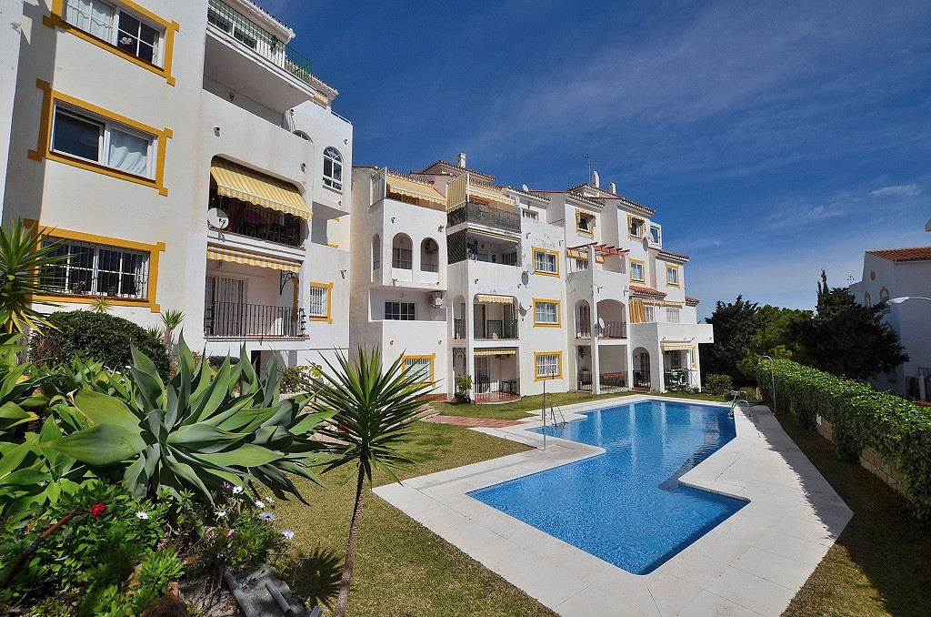 NICE APARTMENT WITH GREAT RENTAL POTENTIAL located in Montemar (Torremolinos), at only 600 mts from , Spain