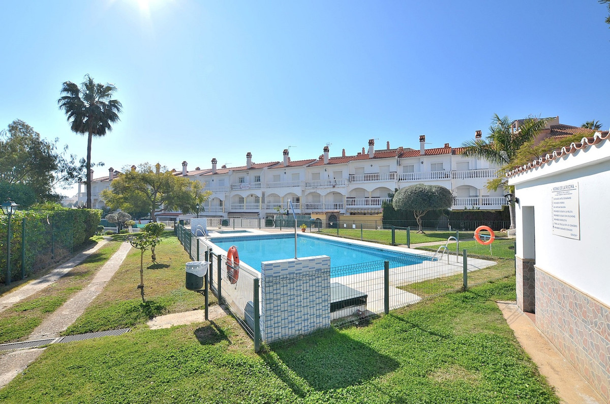 Just REDUCED from 245.000 € to 215.000 €!  NICE TOWNHOUSE IN GREAT LOCATION, just 600 mts from Arroy,Spain
