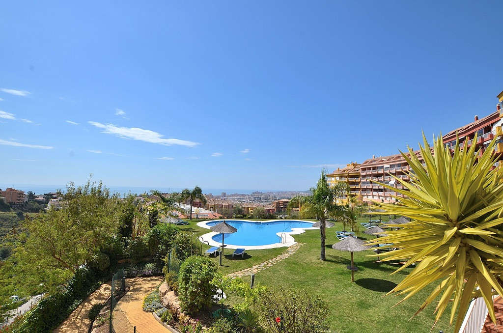 FANTASTIC CORNER APARTMENT WITH LARGE TERRACE OF 45 M2 AND WONDERFUL SEA VIEWS located in the upper ,Spain