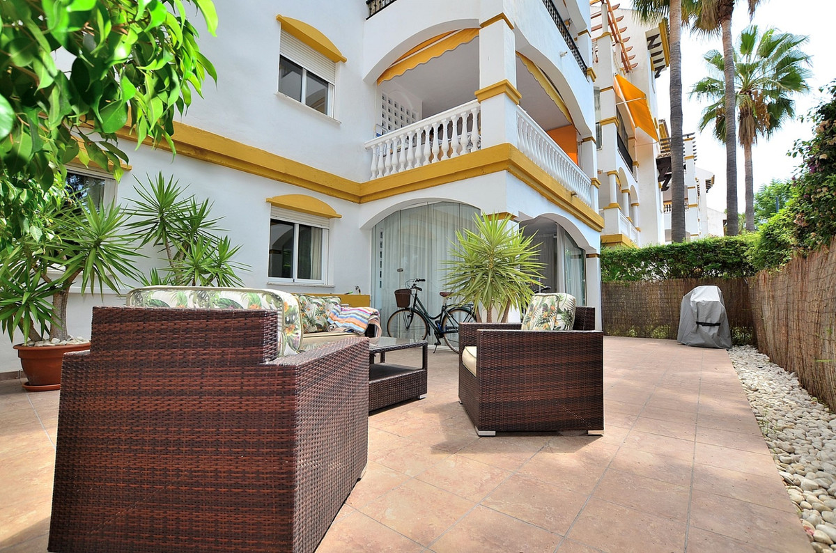 Fantastic ground floor apartment with HUGE TERRACE OF 67 M2 located in the prestigious Dama de Noche, Spain