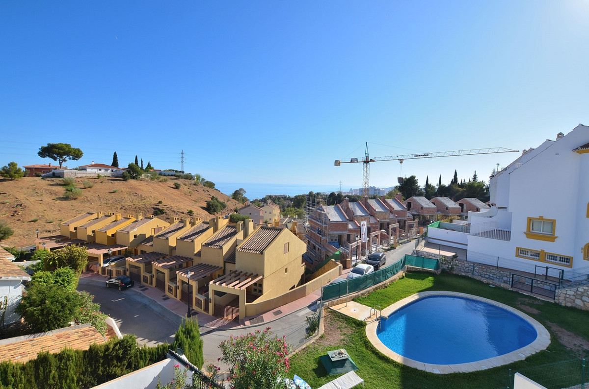 FANTASTIC CORNER SEMI-DETACHED WITH AMAZING VIEWS located in the upper area of Torreblanca (Fuengiro, Spain