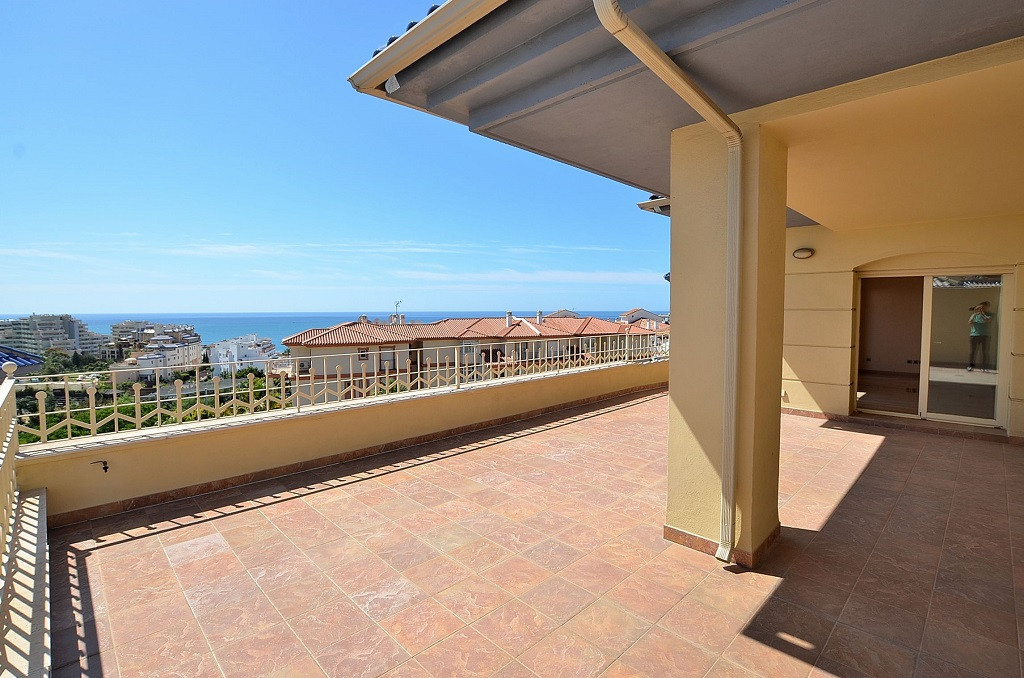 PRICE JUST REDUCED FROM 890.000 € to 795.000€!  LUXURIOUS DUPLEX PENTHOUSE! Located in Benalmadena C,Spain