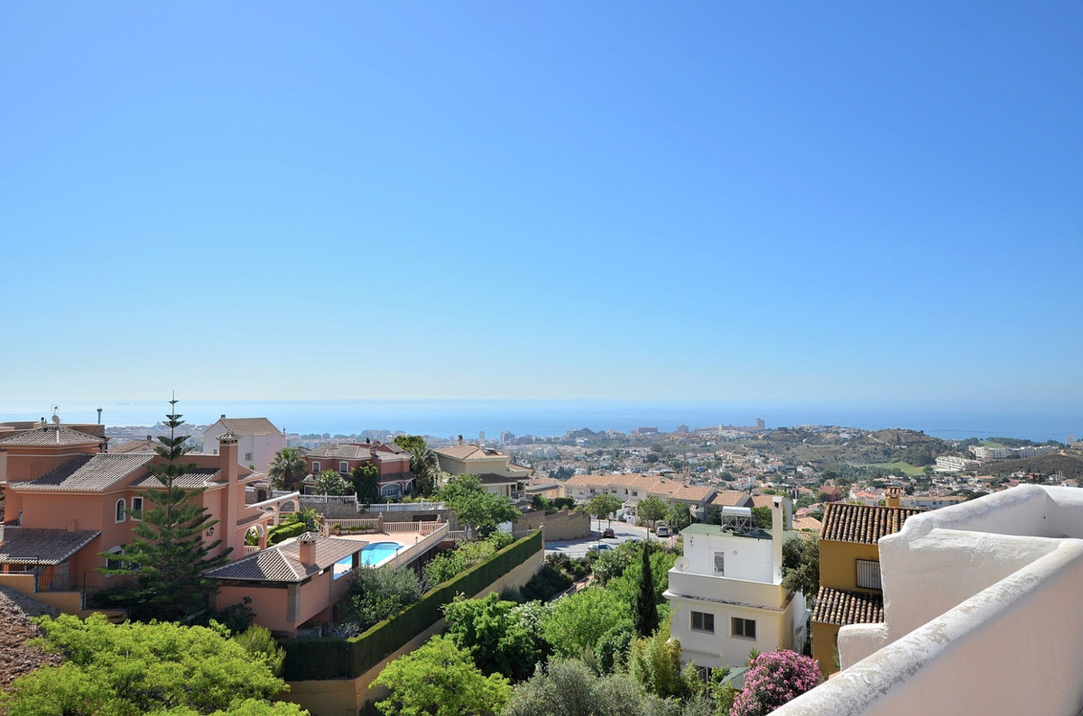 OPPORTUNITY! JUST REDUCED FROM 199.000 € to 175.000 €   BARGAIN!  COMPLETELY RENOVATED TOWNHOUSE WIT,Spain